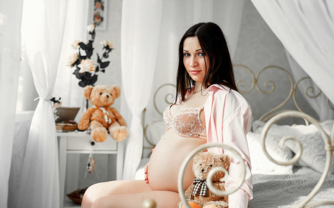 Студийная фотосессия будущей мамы Кати